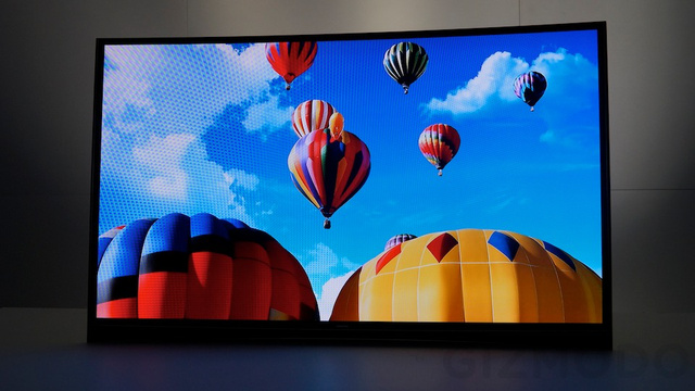 ces2013-samsung-oled-55-pouce-courbe-incurve-prototype